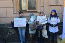 Переселенцы под Радой требуют разрешить им голосовать на местных выборах (ФОТО)